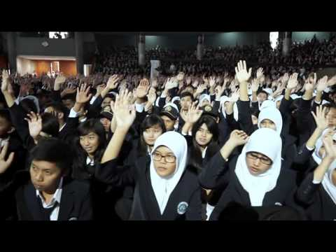 Motivator Terbaik! 8000 Peserta Menangis Karena Terharu (PKPT Universitas Negeri Malang 2013)