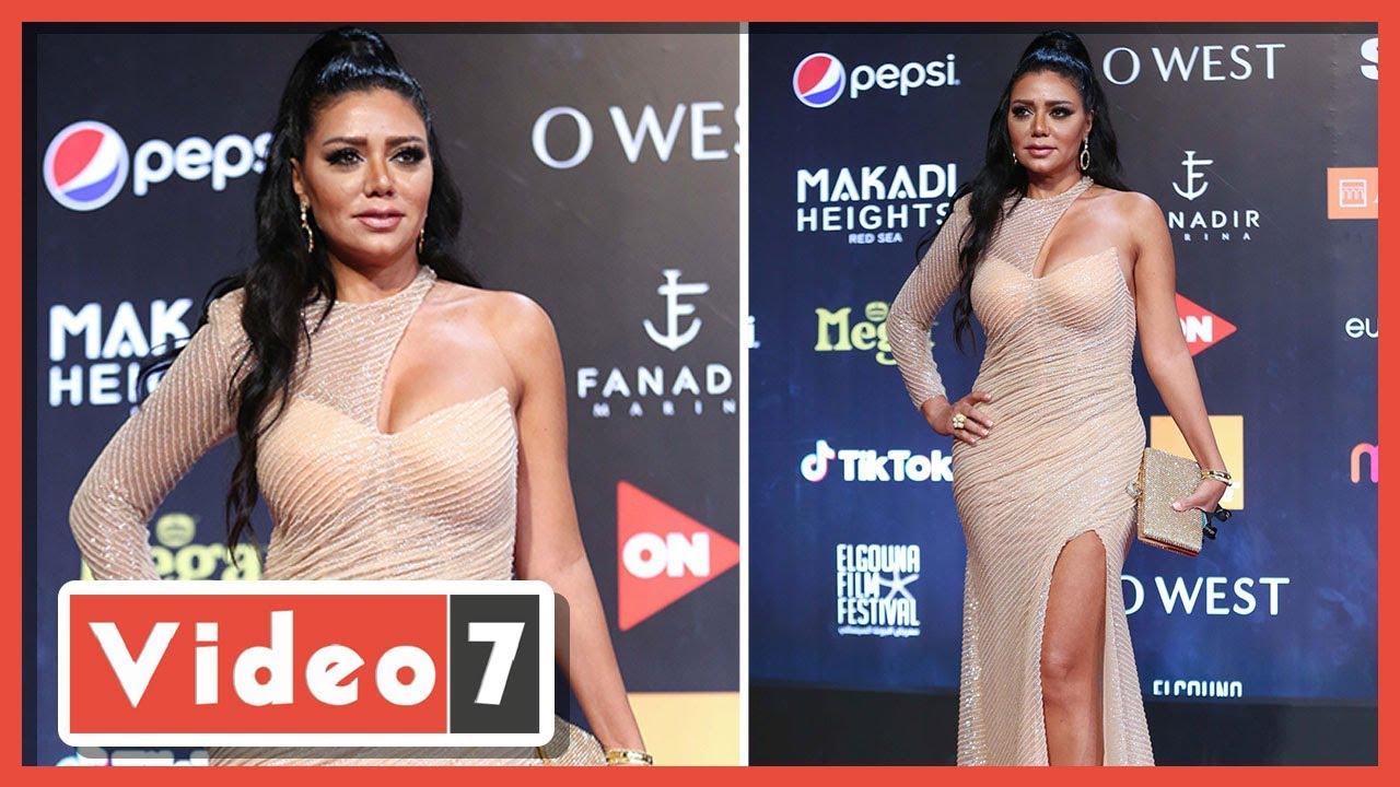 صورة فيديو : رانيا يوسف بفستان مثير علي السجادة الحمراء في افتتاح مهرجان الجونة