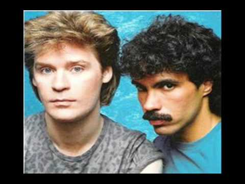 DARYL HALL AND JOHN OATES-Maneater (Remix)