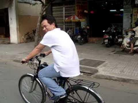 xe dap gan may chay tot o Saigon