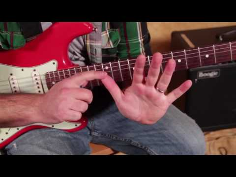 3 chords every guitarist should know (Bonus Pentatonic Hendrix Scale trick on a Fender Stratocaster)