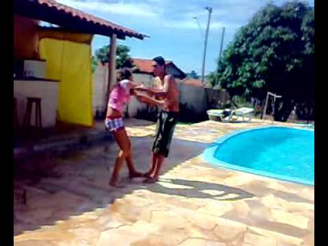thiago jogando prima na piscina xD