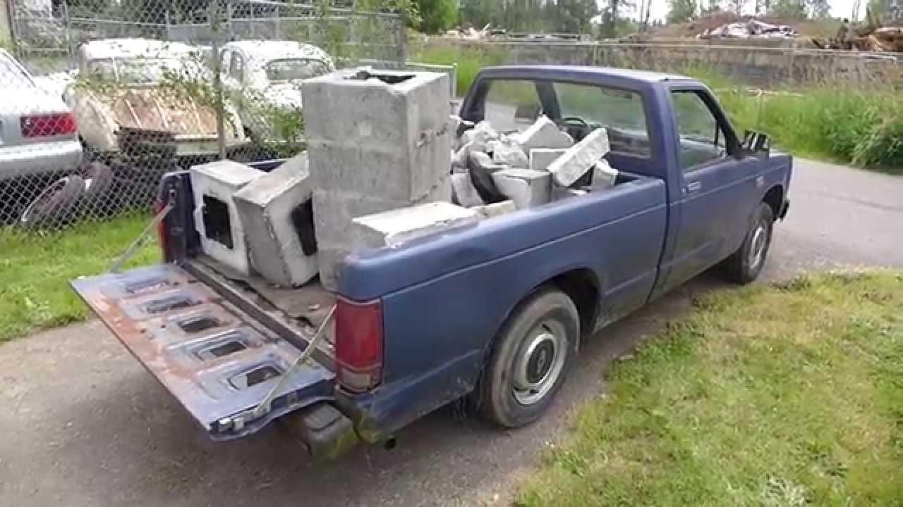 $200 dollar 1988 Chev S-10 work truck (lil' blue)