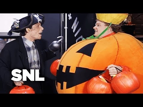 Monologue: Christian Slater Goes Trick-or-Treating Backstage - SNL