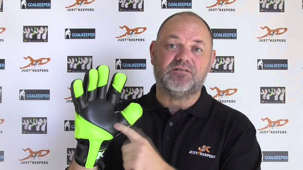 Cheap Goalkeeper Gloves - Buying Cheap Goalkeeper Gloves - YouTube e7f32faa08cb