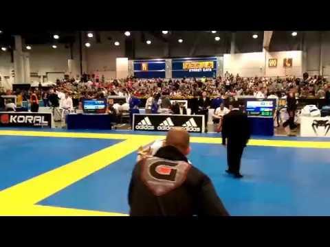 IBJJF 2016 World Masters 2 blue belt lightweight - YouTube