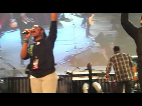 Hosana (Be Lifted Higher) Israel Houghton & Sidney Mohede at Deeper Level Conference 2010