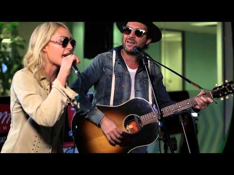 Metric performs new single