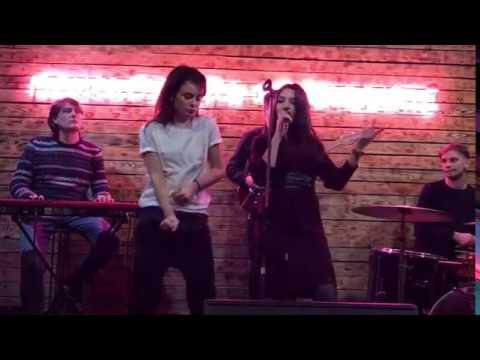 Anna Paula - On and On (Erikah Badu Cover)