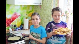 Дети готовят вкусные блины