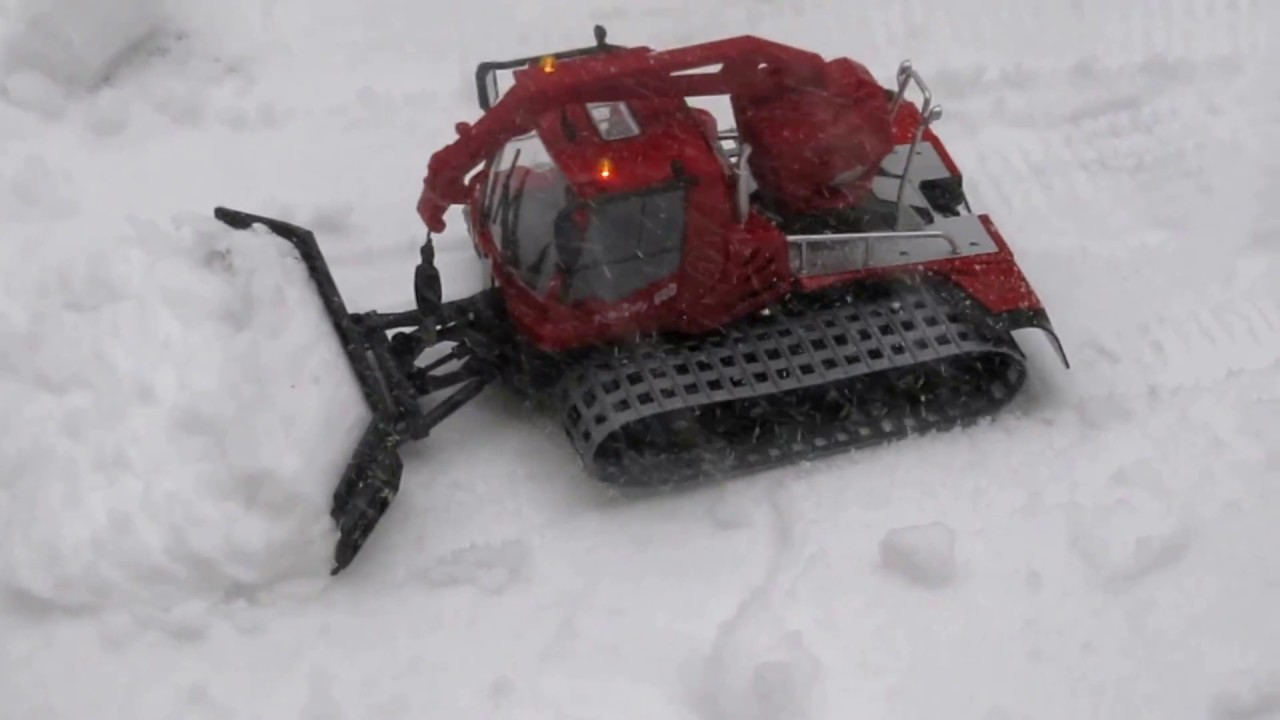 Plowing Snow With Rc Snowplow Pistenbully 600 Remote Control Youtube