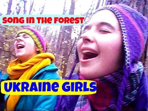 Ukraina Kyiv. Gadis-gadis Muda Menyanyikan Lagu! Super!
