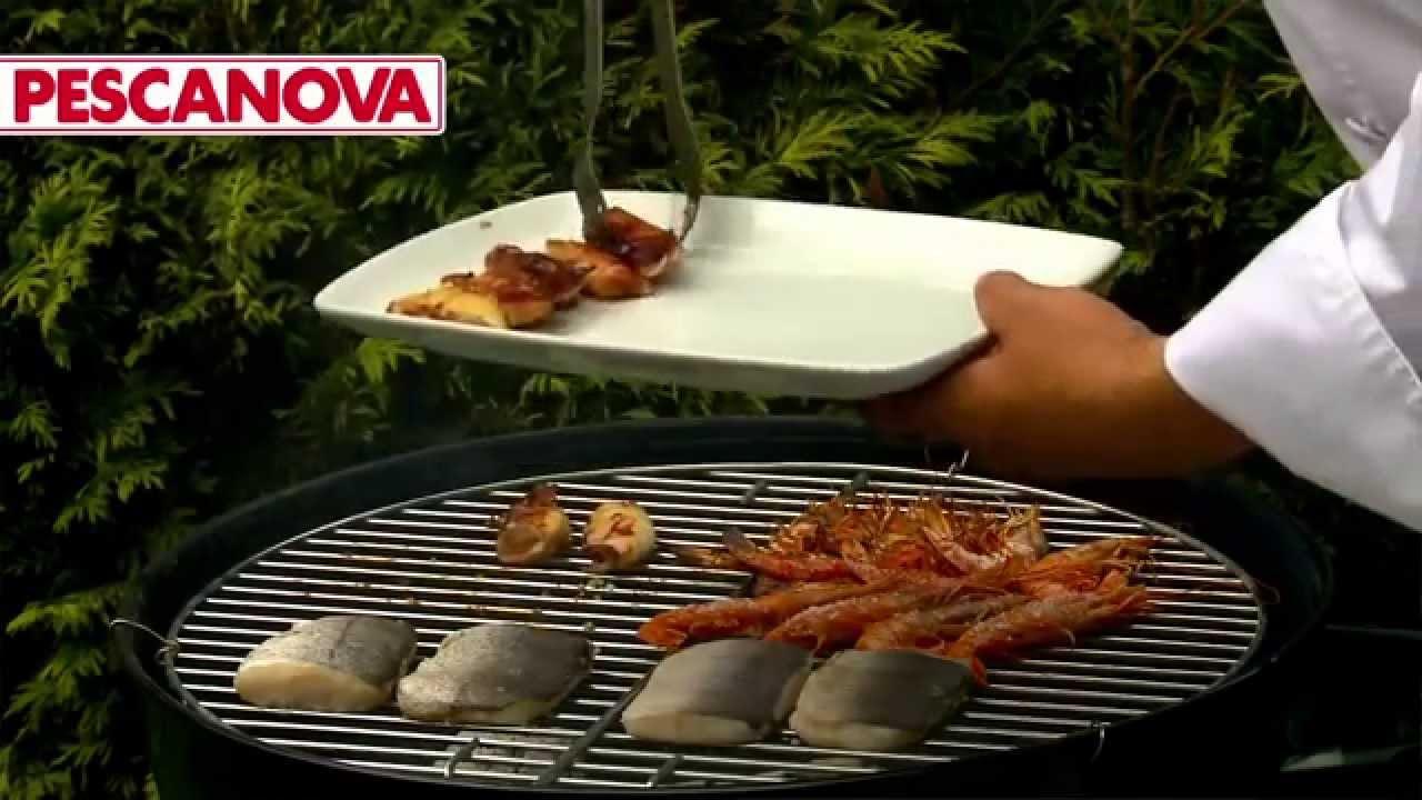 C mo cocinar barbacoa de pescado y marisco youtube for Como cocinar pescado