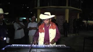 Pablo Martinez El Rebelde De Guerrero cantando en Tehuixtla, Gro Mexico