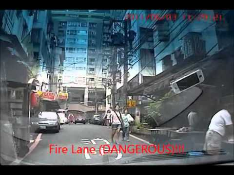 illegal Parking in NEW TAIPEI ,  TAIWAN CITY! POLICE HELP!