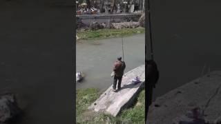 Река Ак-Бура город Ош Кыргызстан рыбак дядя Петя
