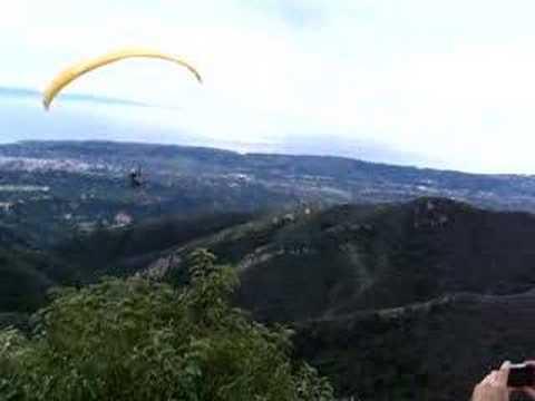 Lenny Paragliding