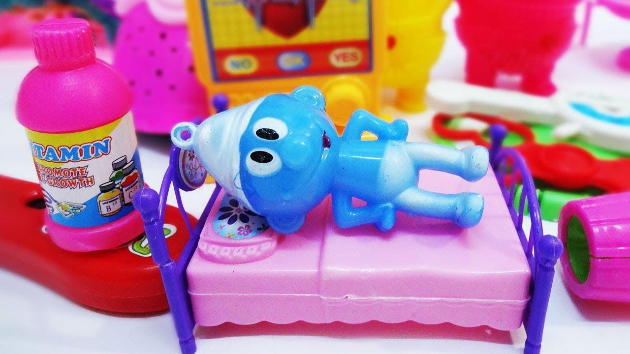 لعبة سنفور مريض بدور البرد والكحة وزيارة أصدقاء المدرسة قصص أطفال للبنات والأولاد
