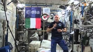 Luca Parmitano in collegamento dalla ISS con il centro ESA ESRIN