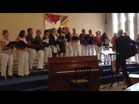 Schellingwoude dames koor onder leiding van Ricus Smid , Señora Chichera!
