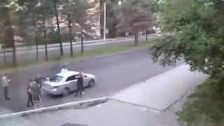 Бандитский Комсомольск на Амуре. Гуляют на проезжей части.