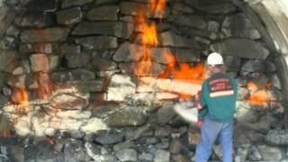 Тушение огня пена и порошковый огнетушитель.(Практическое опробование, какое средство борьбы с огнем лучше пена или порошок., 2015-05-12T13:57:49.000Z)