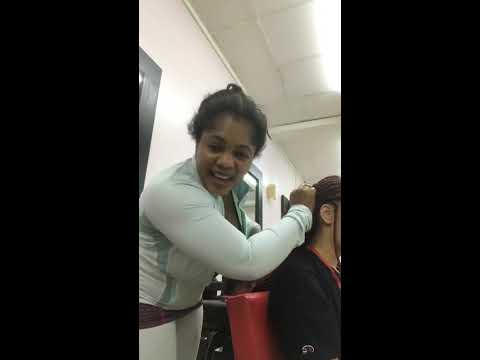 la PEM marie la rose dans son salon de coiffure