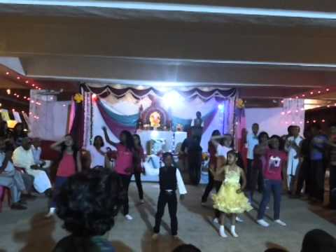 Girls group dance at Costa Rica Society Pune