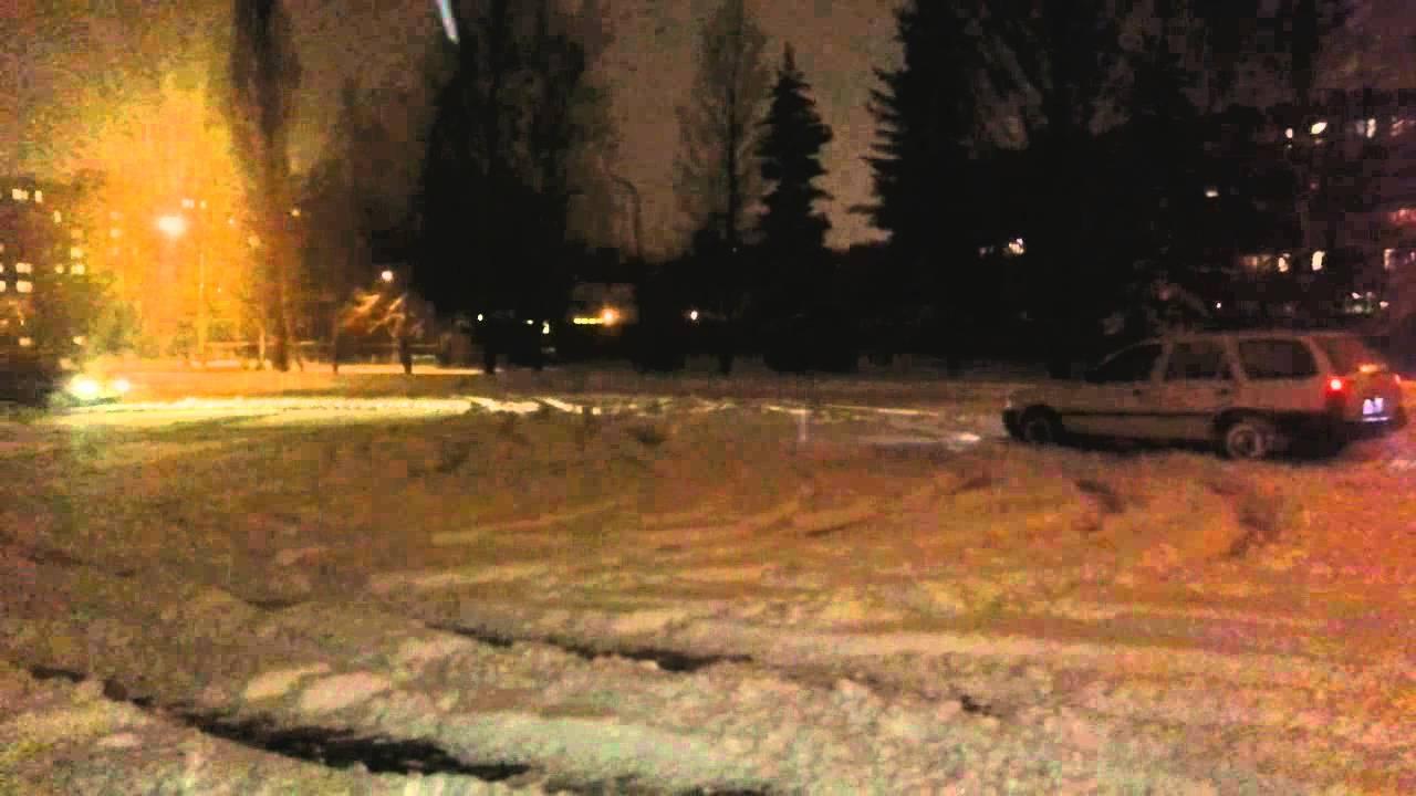сеат и форд катаются по льду под снегом