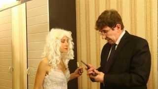 Кто под платьем у невесты. Прикол.  Мини Юморини.
