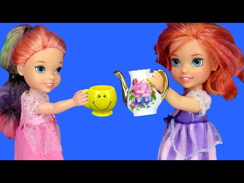 TEA PARTY ! Elsa and Anna toddlers visit Barbie & Chelsea  playdate