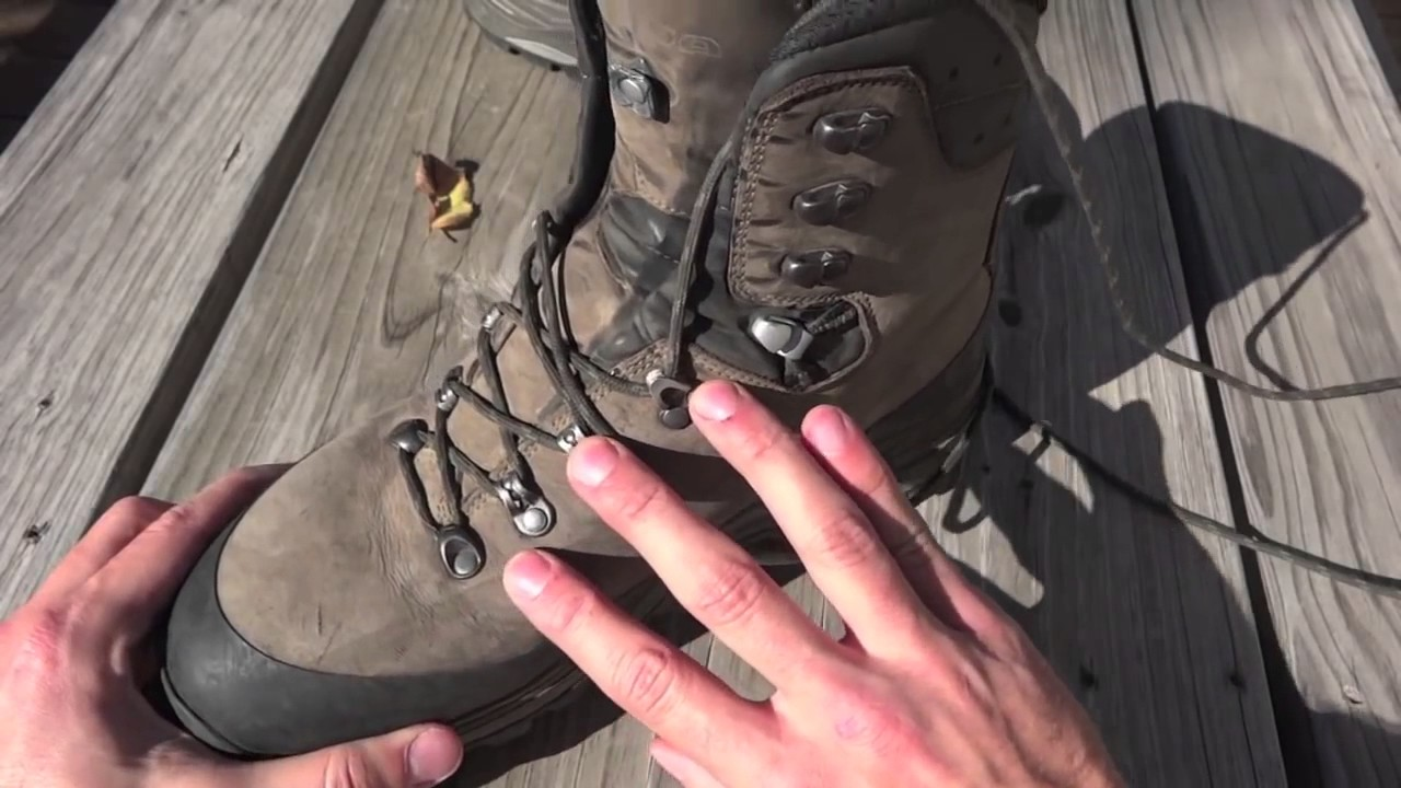 5a99318c319 Boot Review LOWA Tibet GTX Lacing Details
