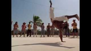 Танец стиля капоэйра