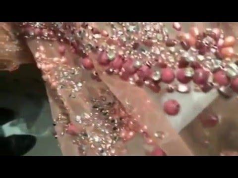 Tissu haute couture en perles et strass cousu sur tulle for De tissus en couture