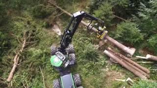 Mit schwerem Gerät gegen die Sturmschäden im Wald