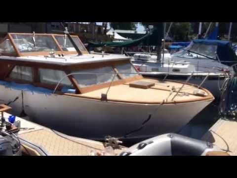 Classic Mahogany Wooden Boat Refinishing