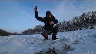 рыбалка на карася зимой!окунь на балансир на маленькой речке