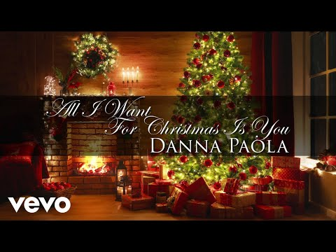 Danna Paola estrena con su propia All I Want For Christmas Is You