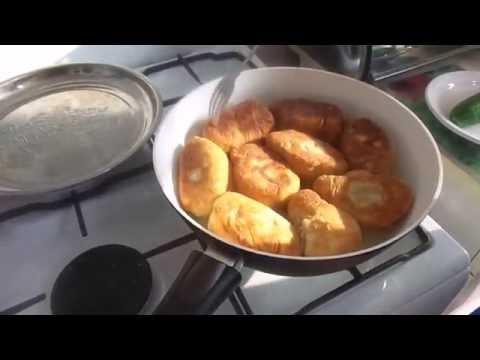 .Приготовление домашних жареных картофельных пирожков из без дрожжевого теста на закваске.