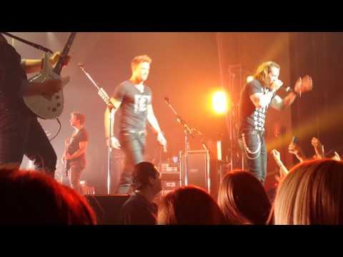 People Back Home- Florida Georgia Line- Club Nokia(Live)