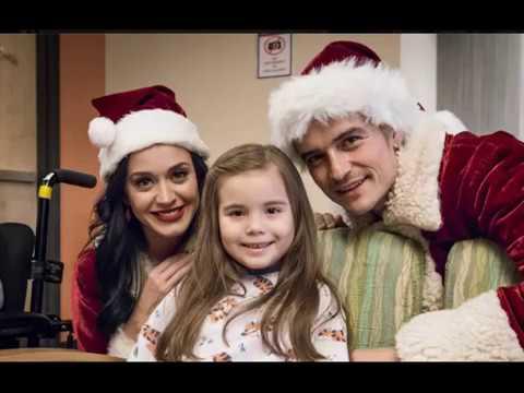 Орландо Блум и Кэти Перри посетили детскую больницу в рождественских костюмах