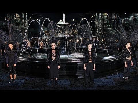 a52d329b60a1 See Marc Jacobs  Stunning Final Louis Vuitton Show