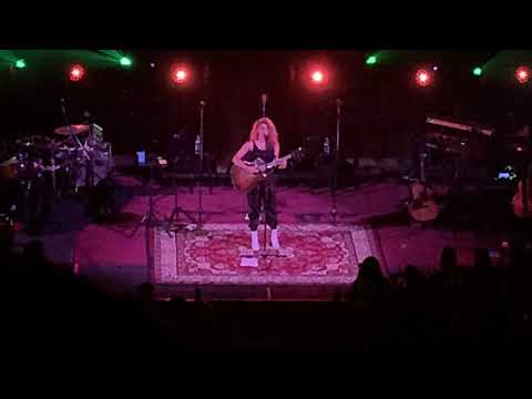 Tori Kelly Forgets the Lyrics to Coffee Live in Los Angeles 11/16/18
