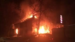 Ночью в Заводском районе сгорел еще один расселенный дом