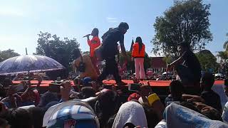 Download Video evi masamba duet windy idol , sayang di kota  palopo juara MP3 3GP MP4
