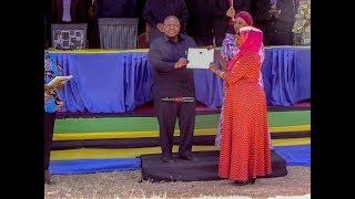 Mkapa Foundation ilivyokabidhi nyumba 50 kwa Waziri wa Afya, Chato