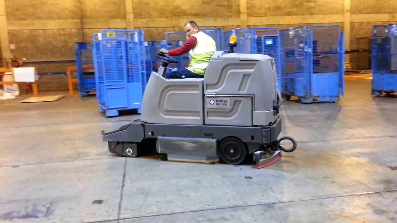 Cleaningmachinesie Scrubber Dryer Rental Nilfisk BR Warehouse - Warehouse floor cleaner rental