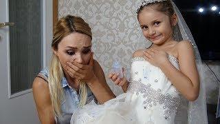 Lina Gizlice Annesinin Gelinliğini Giydi Gelinliğe Mürekkep Döktü | Eğlenceli Çocuk Videosu