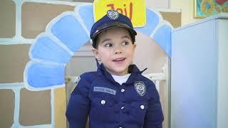 Малыш полицейский и инопланетный гость. Pretend playing police