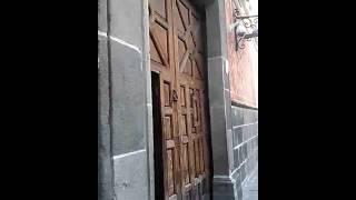 La Iglesia de San Pedro posee en la fachada el escudo de las llaves de San Pedro